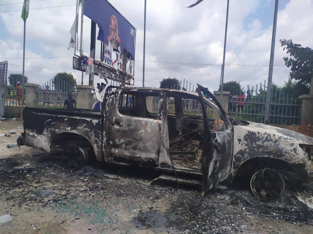 Mob raze Governor Akeredolu
