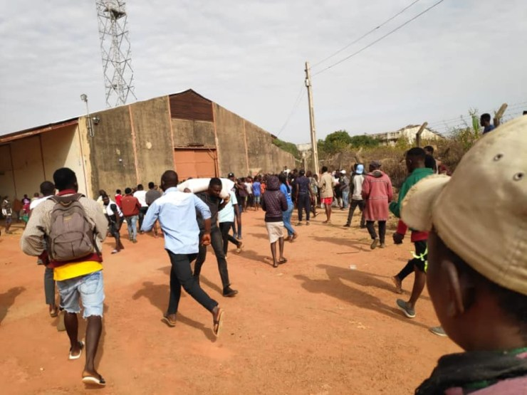 Residents break into warehouse in Plateau state, loot COVID-19 palliatives