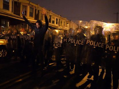 At least 30 officers injured amid protests in Philadelphia after police fatally shot armed black man ten times (photos/videos)