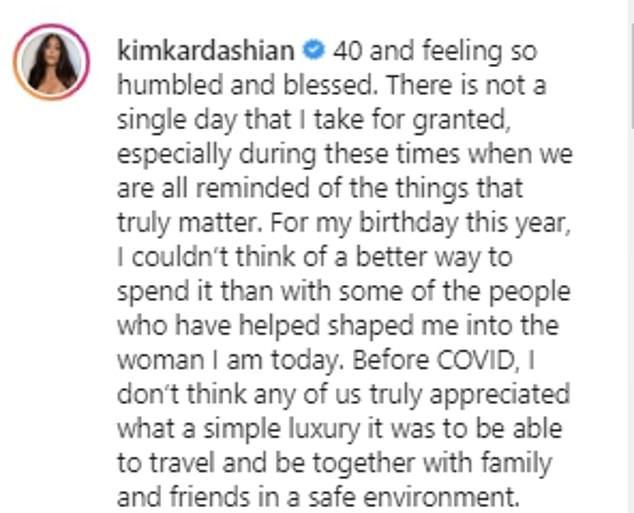 """""""C'est insensible!""""  Kim Kardashian est critiquée pour se vanter de ses somptueuses vacances tropicales pour 40 ans avec sa famille et ses amis au milieu d'une pandémie mondiale"""