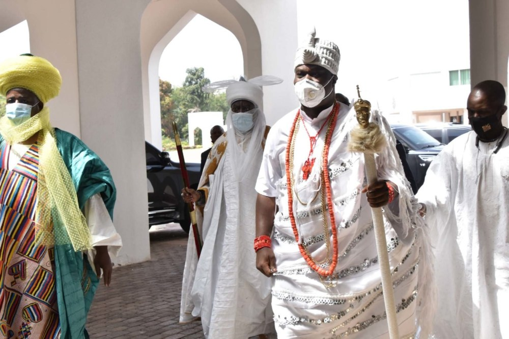 President Buhari meets with Sultan of Sokoto, Ooni of Ife and other traditional rulers (photos)