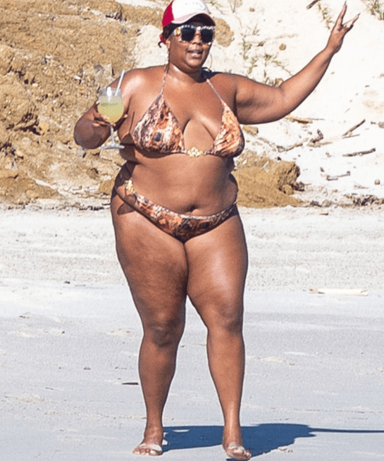 Lizzo dons skimpy bikini while on vacation in Mexico (photos)