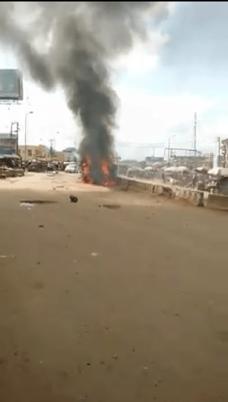 Angry mob sets ablaze truckload of salt in Onitsha after it crushed a cart pusher to death