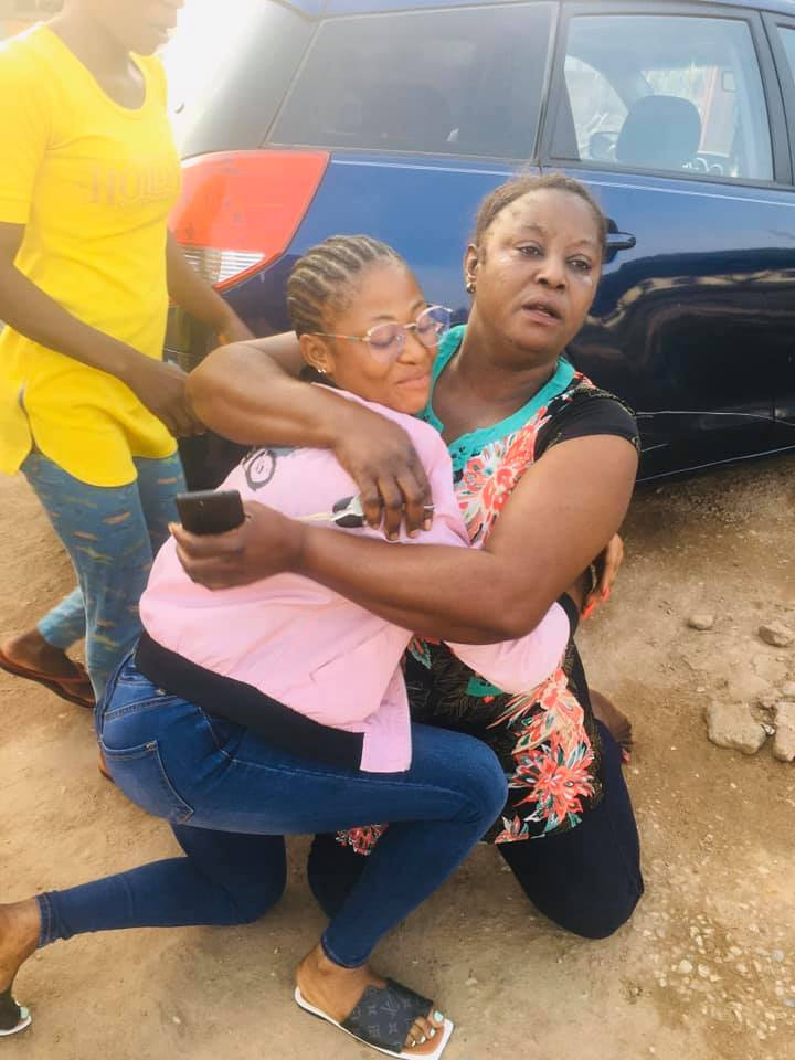 Mom breaks down in tears as her daughter surprises her with a car (photos)