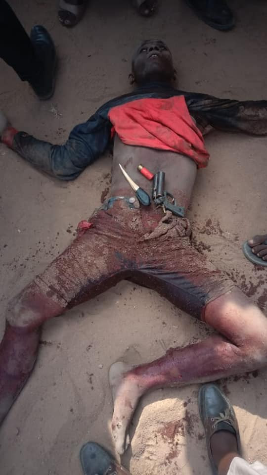 Anambra police kill two notorious armed robbers in gun battle (graphic photos)