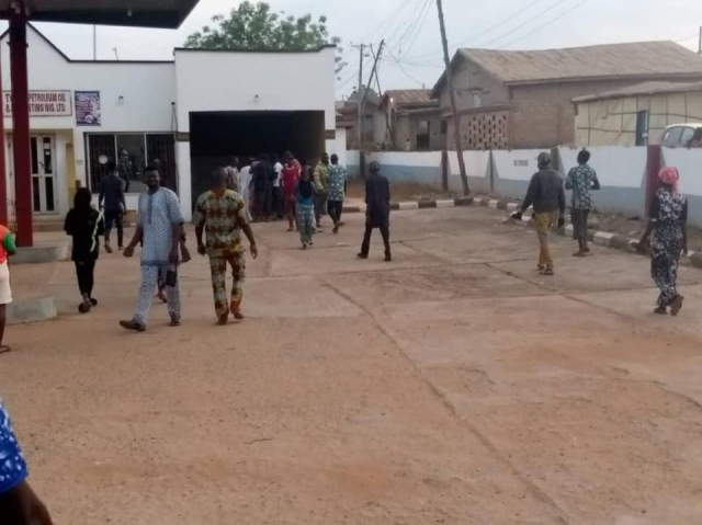 Suspected hoodlums hacks security guard to death in Ibadan (graphic photo)