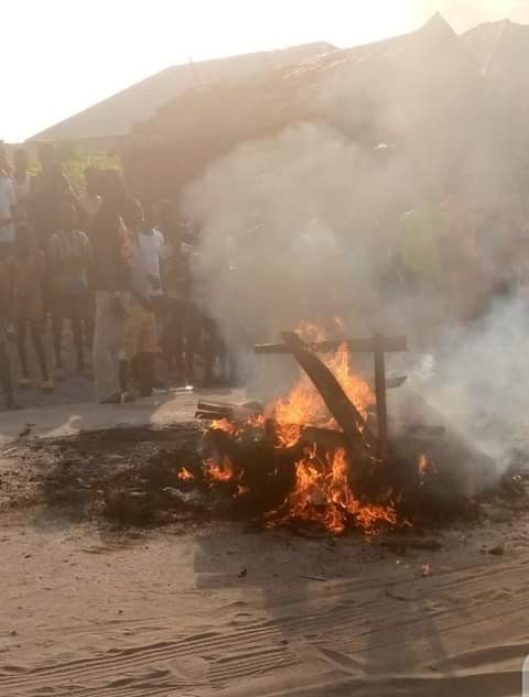 Mob Sets Two Suspected Robbers Ablaze In Delta For Raping A Pregnant Woman,