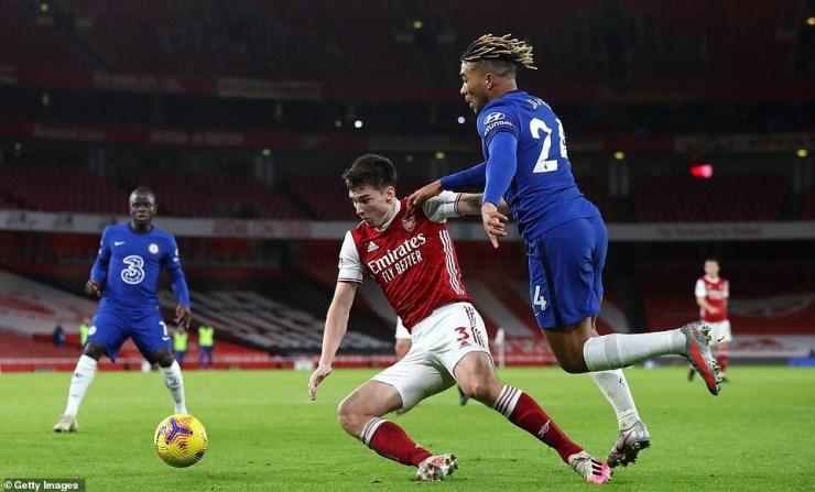 Premier League: Arsenal trashes Chelsea 3-1