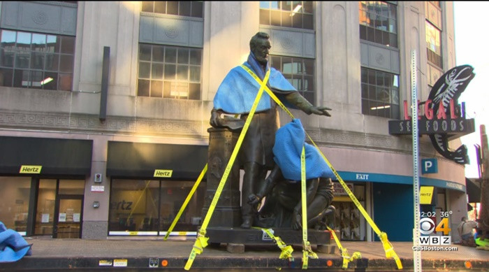 Statue of formerly enslaved man kneeling before President Lincoln is removed in Boston after 141 years (photos)