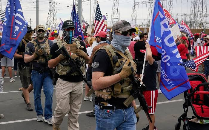 '4000 armed Trump supporters are plotting to surround the US Capitol, disrupt Biden's inauguration and prevent Democrats from going in'