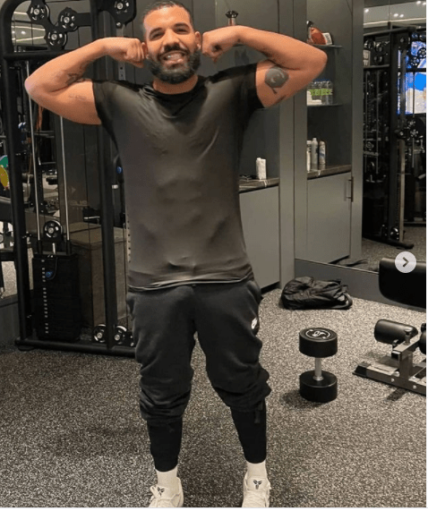 Rapper, Drake showcases his massive eggplant in new workout photo
