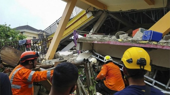 7 killed, several trapped in collapsed buildings?and hundreds injured as earthquake rips through Indonesia