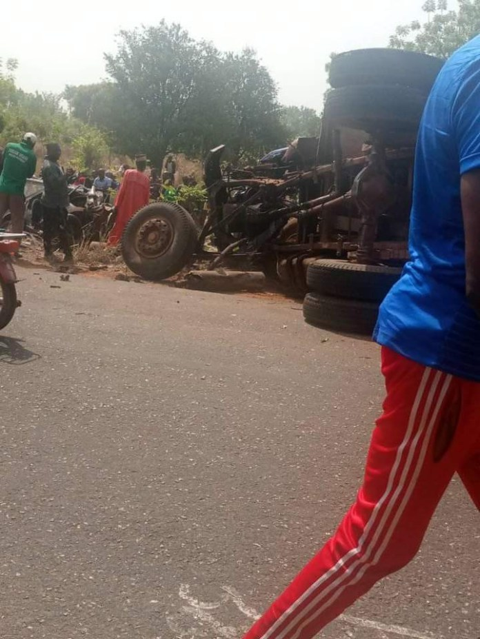 Mother, her 3 kids, and 9 others die in Benue road accident