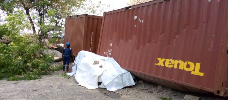 Container falls and crushes car parked within the premises of a school in Lagos (photos)