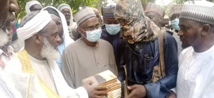 Islamic Scholar Sheikh Gumi meets bandits who kidnapped 27 Kagara students and shot one dead (Photos/Video)