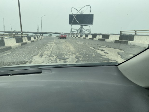 Lady shares photos which showed state of Third Mainland Bridge after it was reopened today after 6 months of repair