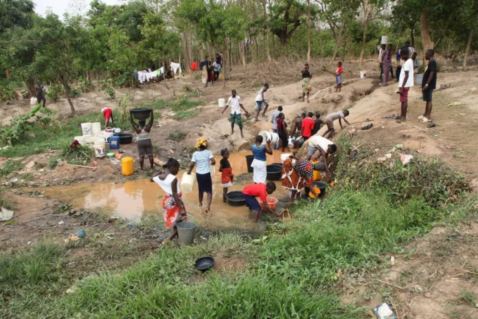 Residents forced to fetch water from streams as water scarcity causes a keg of water to sell for 250 Naira