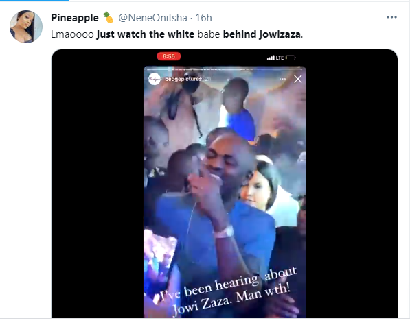Lady grabs social media users? attention following her reaction to billionaire businessman Jowizaza throwing bundles of money at a wedding ceremony (video)