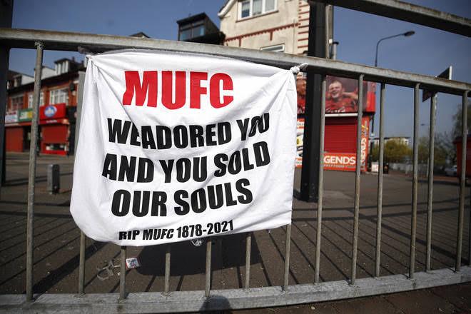 Man United fans break into club