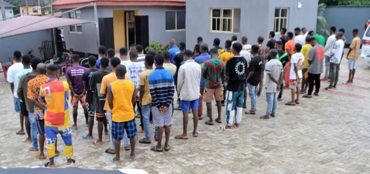 Fifty suspected internet fraudsters arrested in Ibadan (photos)