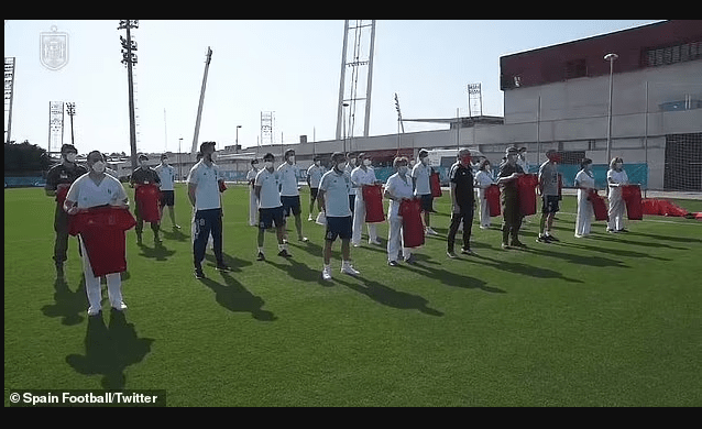 Update: Spain's entire squad receive their Covid-19 vaccine after Sergio Busquets and Diego Llorente's positive Covid tests (photos)