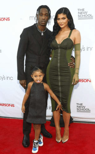 """""""Stormi, I love you and wifey, I love you"""" Travis Scott declares love for Kylie Jenner as he accepts award (photos)"""