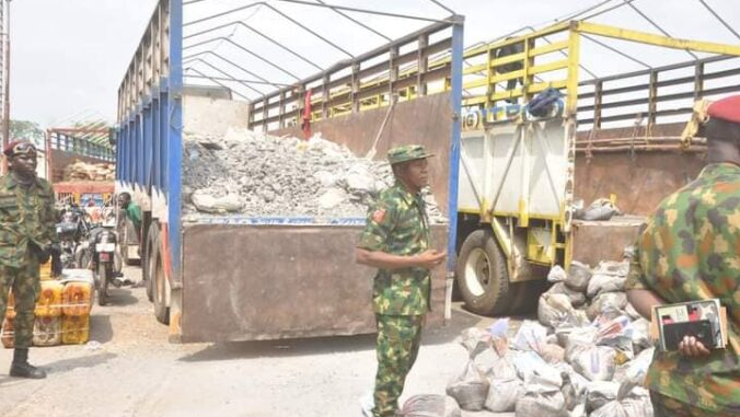 Soldiers intercept 73 Nasarawa youths in 5 trucks travelling to Imo state (photos)