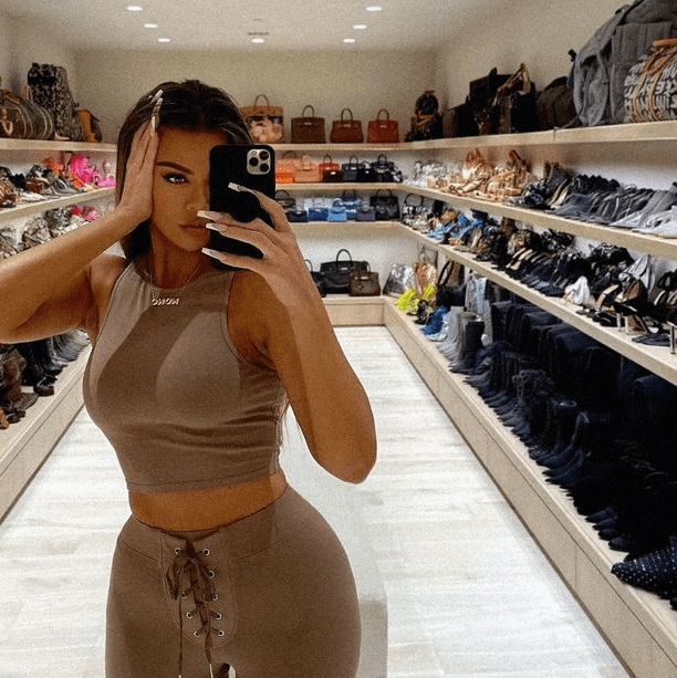 Khloe Kardashian accused of Photoshop fail as her followers point out curved bench