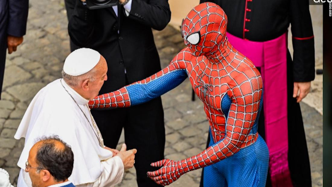 Pope Francis meets ''Spider-Man'' at weekly audience in Vatican (Photos)