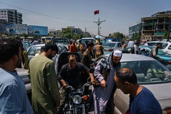 Traffic gridlock in Kabul as fear gripped Afghans rush to airport to escape Taliban (Photos/video)