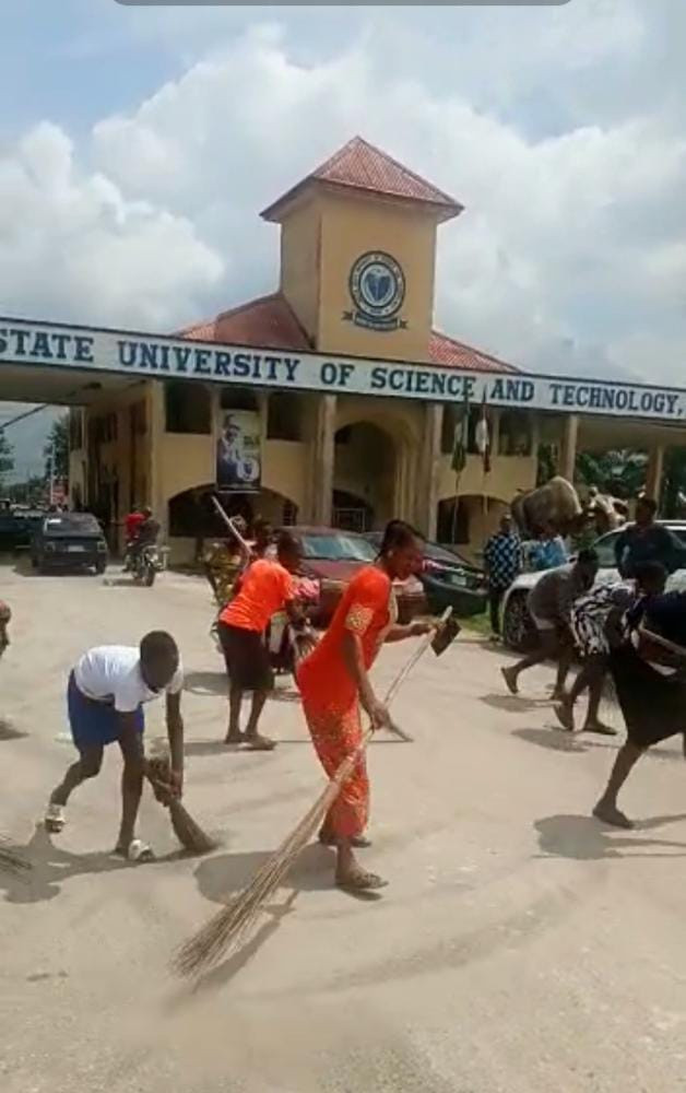Drama as Delta Poly students celebrate exit of Rector by sweeping main gate (video)