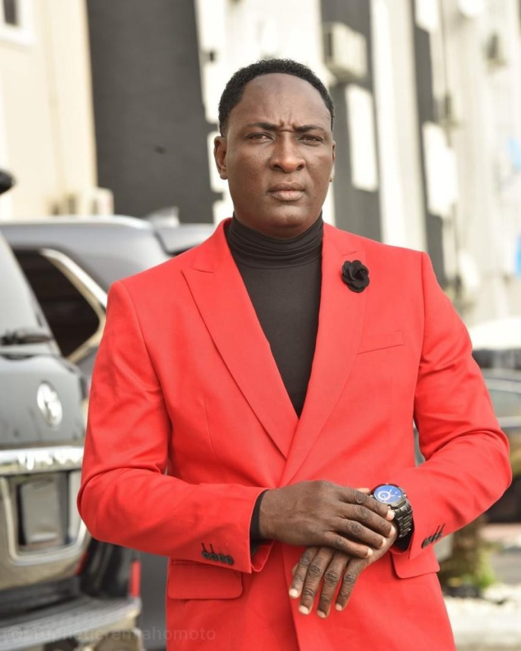 Good Works: Famous Billionaire Prophet, Jeremiah Omoto Fufeyin brings relief and healing to the sick and afflicted (video)