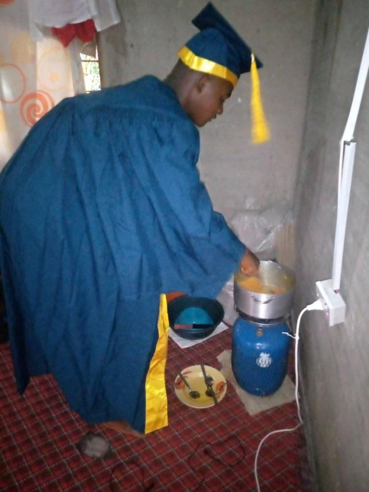"""Taraba varsity undergraduates cook, sleep in their matriculation gowns, say the N1K paid for the gowns """"never finish"""""""