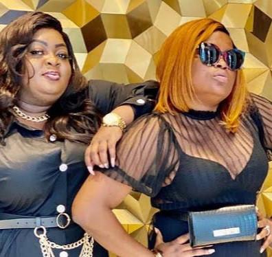 Eniola Badmus shows off wads of cash Funke Akindele gave to celebrate her birthday (video)