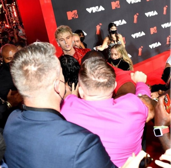 Connor McGregor and Machine Gun Kelly fight on the red carpet at the MTV VMAs (photos/video)