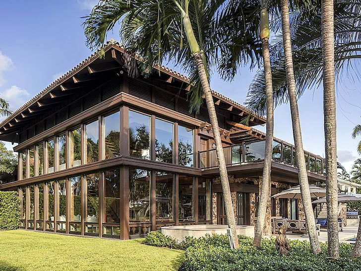 Joe Jonas and Sophie Turner buy Miami mansion for $11m 1