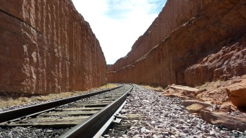 7 Corona Arches Moab Utah Hiking Trail Train Tracks
