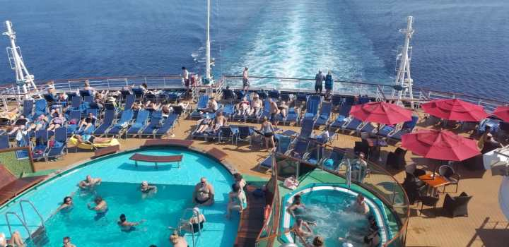 Carnival Magic Pool and Hot Tub.jpg