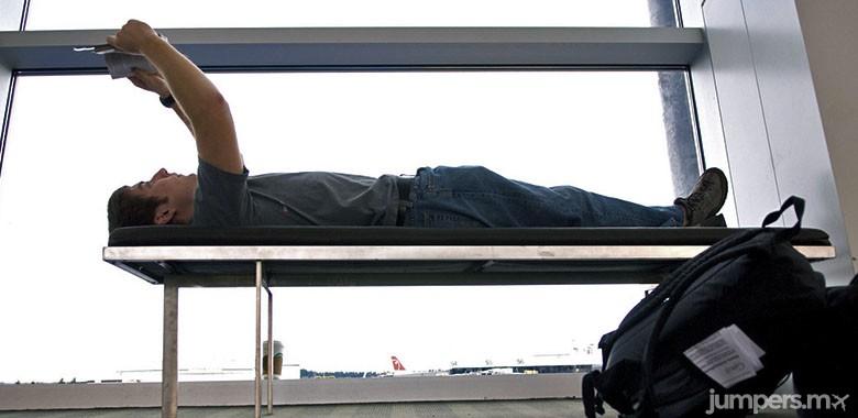 leer un libro aeropuerto-jumpers