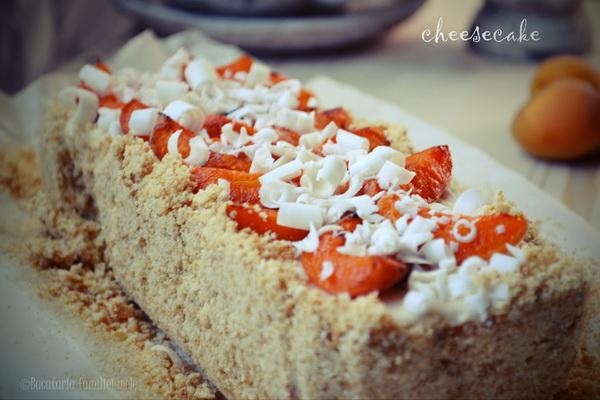 cheesecake cu ciocolată albă și caise prăjite … la rece