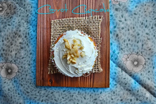 [:en]Carrot Cupcake with cream cheese frosting[:ro]Cupcake cu morcovi si glazura de cream cheese[:]
