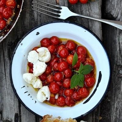 Salata caprese -Roșii coapte cu mozzarella