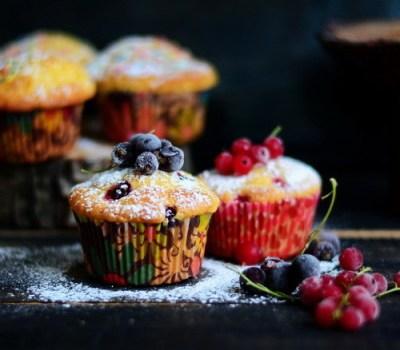Muffins cu fructe de padure si iaurt – gluten free
