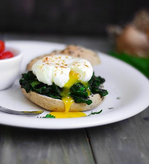 Ouă românești sau ouă poșate ? cu leurdă și spanac