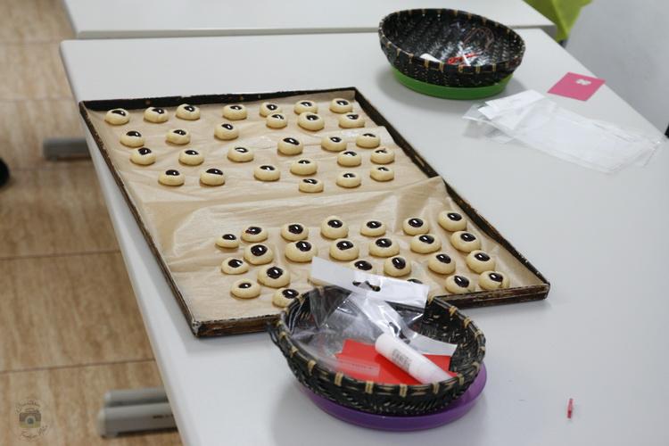 Atelier de gătit pentru copii - biscuiți cu gem de Mărțișor- Shortbread Jam Thumbprint Cookies - Bucataria familiei mele