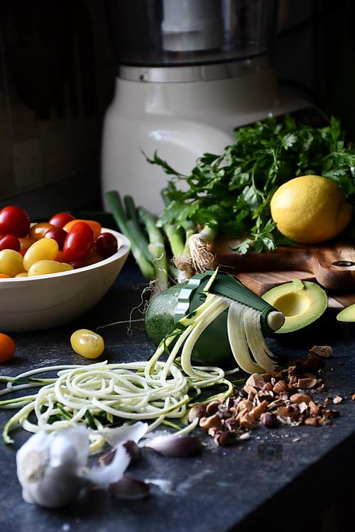 Zucchini Noodles cu pesto de avocado