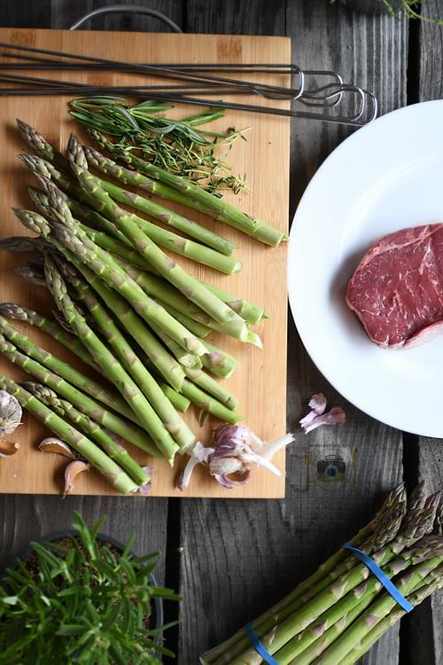 Steak sirloin si sparanghel