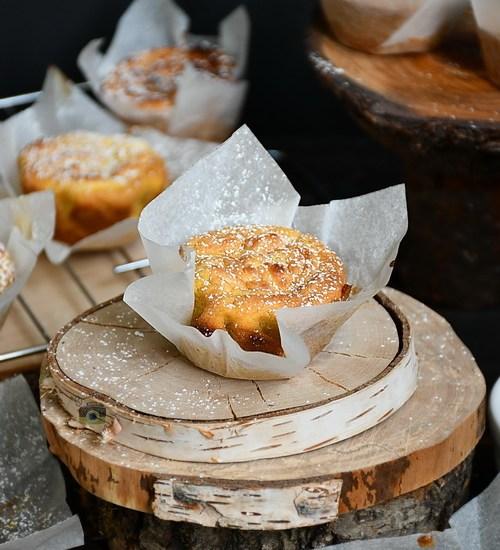 Brioșe cu dovleac și cremă de brânză