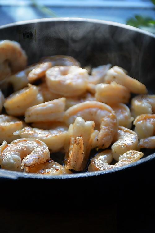 Creveți la tigaie - Bucătăria familiei mele - www.alexjuncu.ro