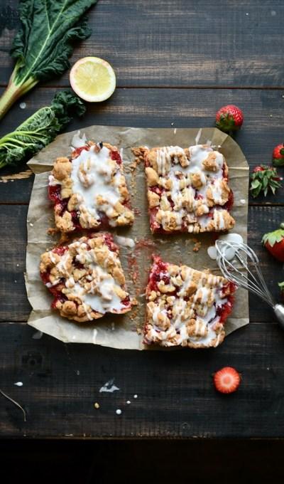 Shortbread/ Biscuit cu căpșuni și rubarbă